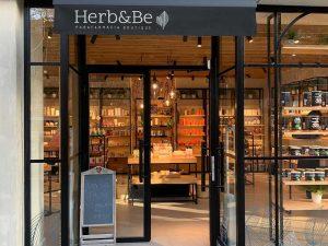 5 claves para diseñar el escaparate y la fachada de tu tienda de moda - Herb&Be (Cristalera)